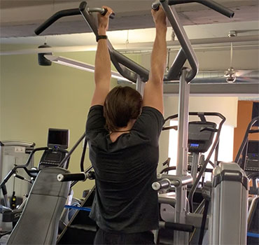 Our trainer Will Goodwin Gives You Tips For Better Chin-Ups